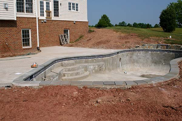 building a concrete swimming pool
