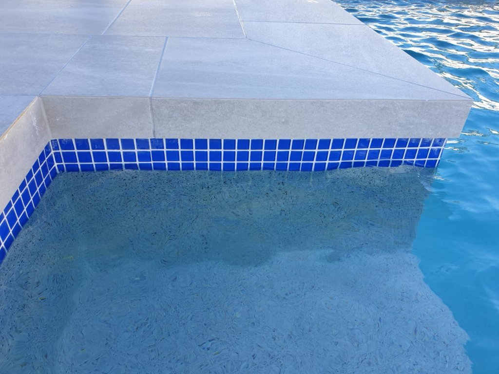 Blue Pool Waterline Tiles - Arundel Gold Coast - Cozy Pools
